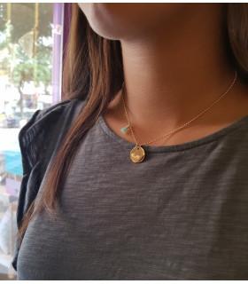 CALA - Collar plaquita dorada y cadena fina