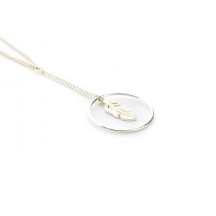Cadena fina de plata con círculo y pluma
