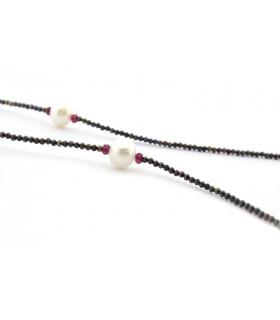 Collar largo de espinelas y perlas cultivadas
