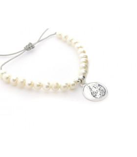 Pulsera de perlas con escapulario clásico