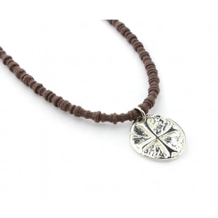 Collar medallón irregular cruz