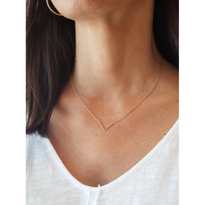 Collar cadena fina dorada V
