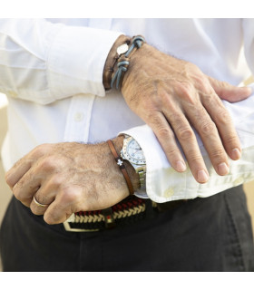 Pulsera cuero con cruz mini de plata